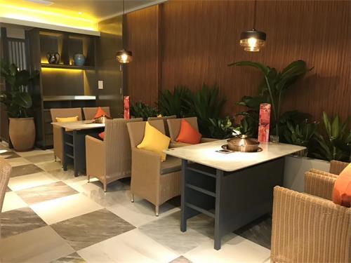 润园四季椰子鸡餐厅桌椅