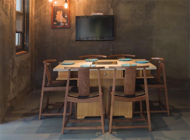 上鱼河鲜火锅店桌椅