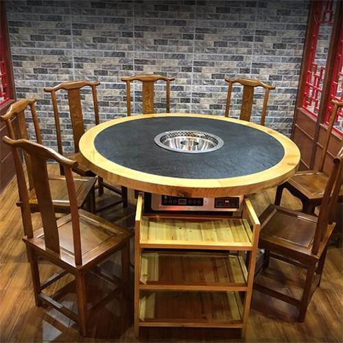 橡木边框镶嵌天然火烧石无烟圆形火锅桌